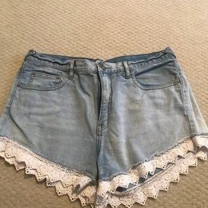 Jean Free people shorts with white ruffle edges